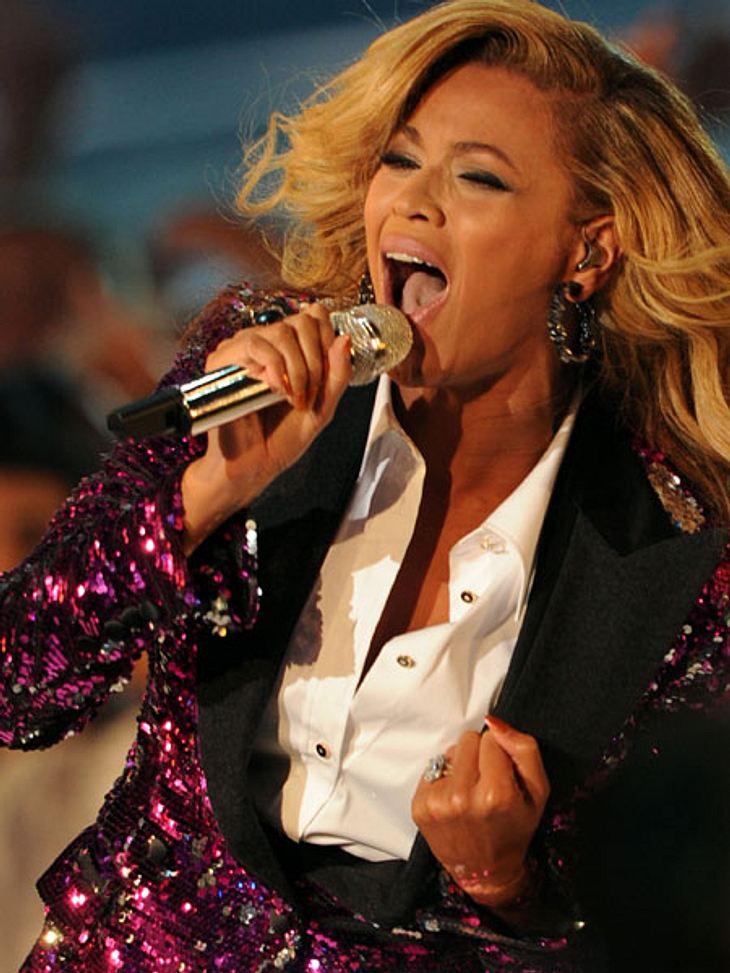 VMA 2011 - Die HighlightsDazu legte Beyoncé noch einen energiegeladenen Auftritt hin und gewann einen Award. Auch wenn sie nicht so viele Auszeichnungen absahnte, war sie der Star des Abends.