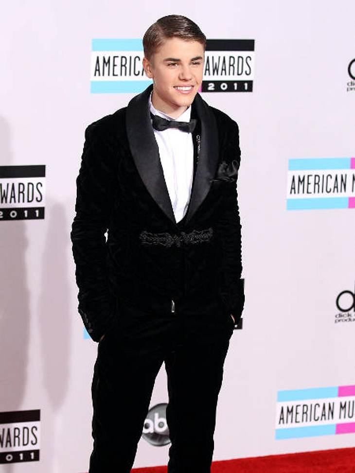 """Millionäre bis 20: Diese Teen-Stars verdienen am bestenJustin Bieber (18) hat es """"nur"""" auf Platz zwei geschafft. Der Mädchenschwarm hat durch Plattenverkäufe, Konzerte, einen Kinofilm sowie unzählige Merchandise-Produkte die stolz"""