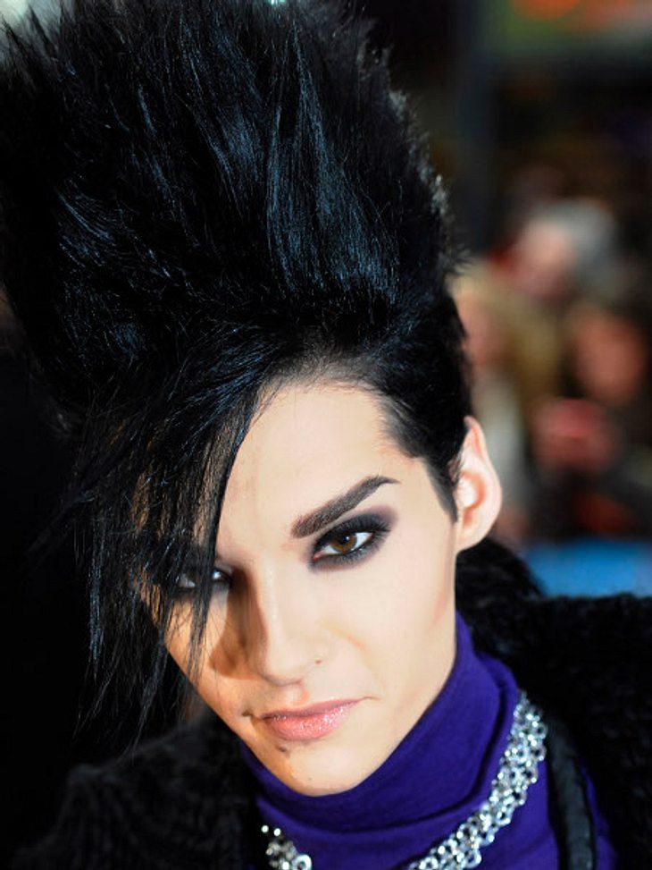 """Diesen coolen Look präsentierte der """"Tokio Hotel""""-Frontmann 2009 in Berlin. Der Sänger hat ein Faible für ausgefallene Frisuren."""