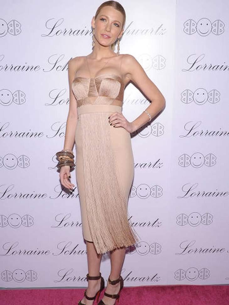 Der Look von Blake LivelyZu einer Schmuckpräsentation von Beyoncé kam Blake in einem nudefarbenen Kleid mit Fransen.