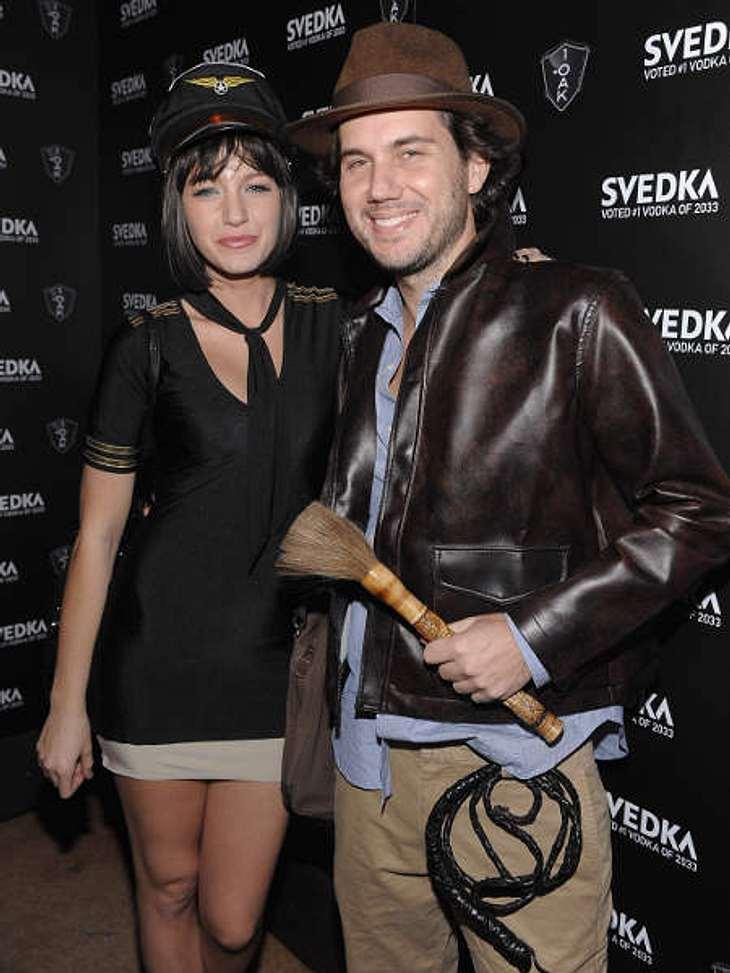So feiern die Stars HalloweenIndiana Jones und eine Stewardess? An Halloween geht alles! Blake Lively mit Restaurantbetreiber Scott Sartiano.