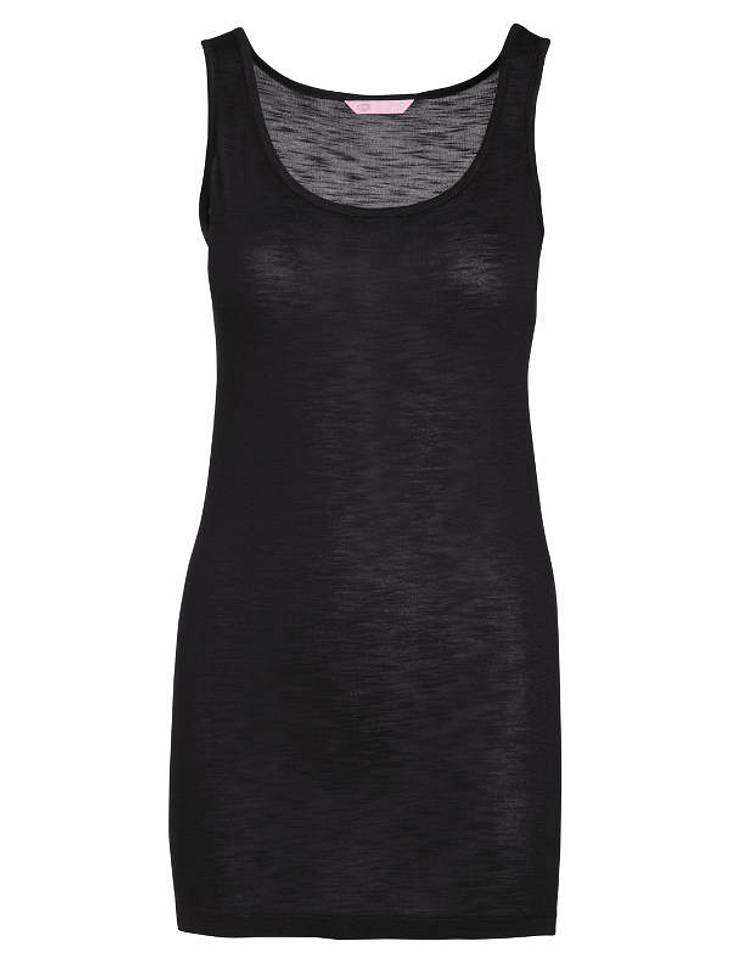 """Das schwarze Top mit großem Ausschnitt sollte in keinem Kleiderschrank fehlen und lässt sich mit diversem Schmuck wunderbar aufpeppen.Erhältlich bei """"Esprit"""" ca. 19 Euro"""