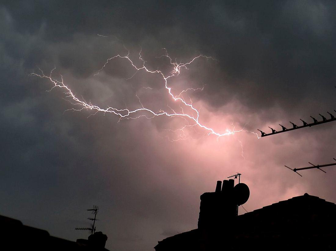 Blitzeinschlag: Mann bekommt Stromschlag in der Dusche