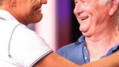 Emotionales Wiedersehen: Dieter Bohlen und Rainer Felsen - Foto: RTL/Stefan Gregorowius