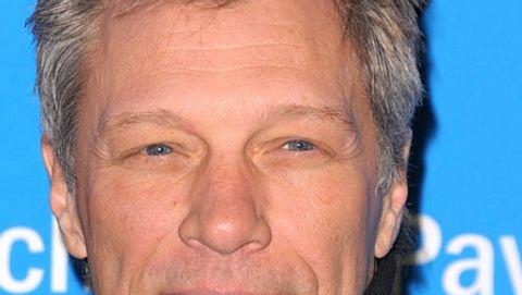 Jon Bon Jovi steht zu seinen grauen Haaren