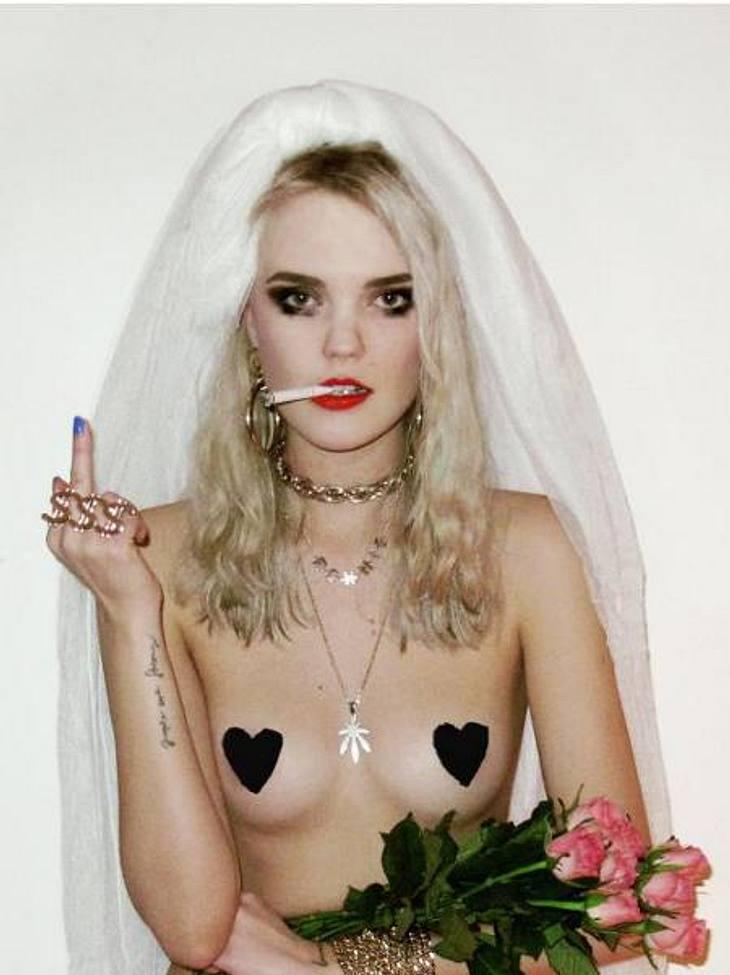 Bonnie Strange hat sich verlobt