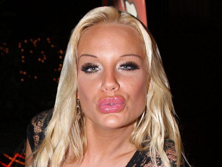 Botox, Lippen aufspritzen & Co.: Hollywood zeigt sein GesichtGina-Lisa Lohfink (25) könnte auch locker als überbotoxte Mittvierzigerin durchgehen: Botox, Wangenunterspritzungen und aufgespritze Lippen. Und sie will es nicht einmal verhe