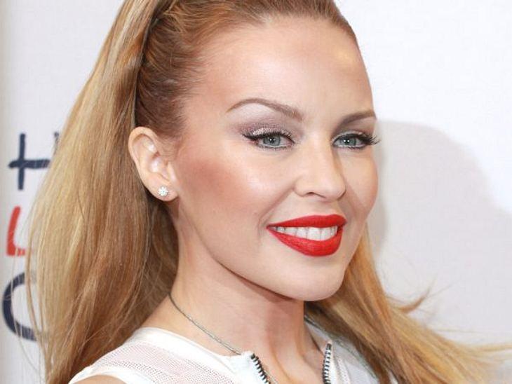 Botox, Lippen aufspritzen & Co.: Hollywood zeigt sein GesichtEine Frau mit Beton-Gesicht ist auch Kylie Minogue (44). Sie versucht redlich ihr Gesicht natürlich aussehen zu lassen. Ihr Lächeln wirkt wie erstarrt.