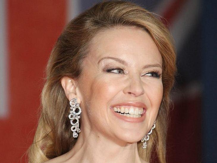 Botox, Lippen aufspritzen & Co.: Hollywood zeigt sein GesichtUnd selbst bei einem gewagten, großen Lächeln bewegt sich oberhalb der Nasenspitze nicht sehr viel.