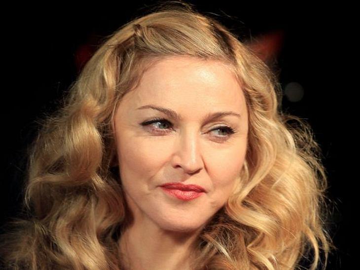 Botox, Lippen aufspritzen & Co.: Hollywood zeigt sein GesichtGut, Madonna (53) ist nicht mehr die Jüngste, aber akzeptieren will sie das in keinem Fall. Was genau die Queen Of Pop hat machen lassen, ist nicht bekannt. Botox war aber auf