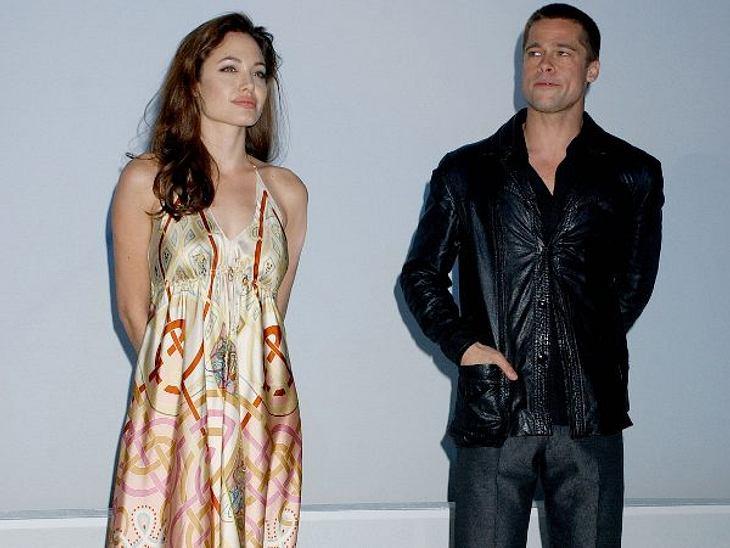 """Brad Pitt & Angelina JolieZwei Monate nachdem die Ehe von Brad Pitt und Jennifer Aniston öffentlich für beendet erklärt wurde, traten Angelina Jolie und Brad Pitt beim """"ShoWest""""-Award in Las Vegas auf. Die Beziehung der beiden"""