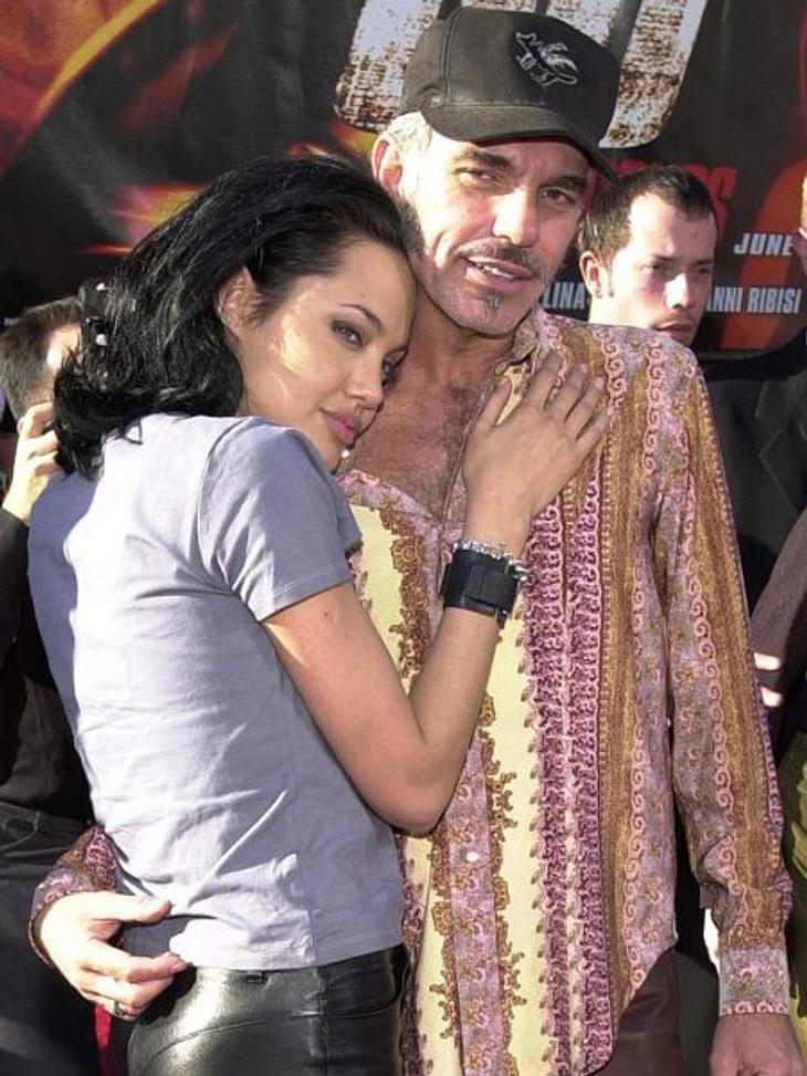 Brad Pitt & Angelina JolieAngelina Jolie und Billy Bob Thornton führten dagegen eine sehr öffentliche Ehe. Wilde Zungenspiele auf dem roten Teppich, Blutrituale und SM-Sexspiele von denen Angelina erzählte, beschäftigen die Medien bis z