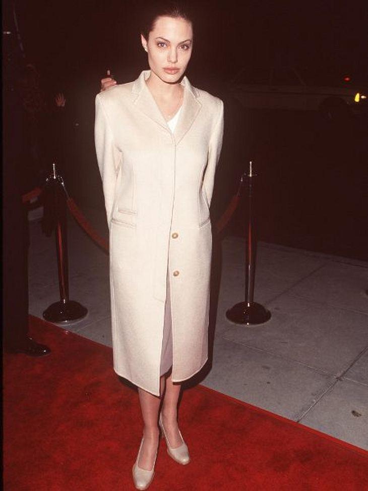 """Brad Pitt & Angelina JolieIhren Durchbruch hatte Angelina Jolie aber erst 1997. Für """"Wallace"""" gewann sie einen """"Golden Globe"""". Ein Jahr früher bekam Brad Pitt seinen ersten """"Golden Globe"""" und sogar eine Osc"""