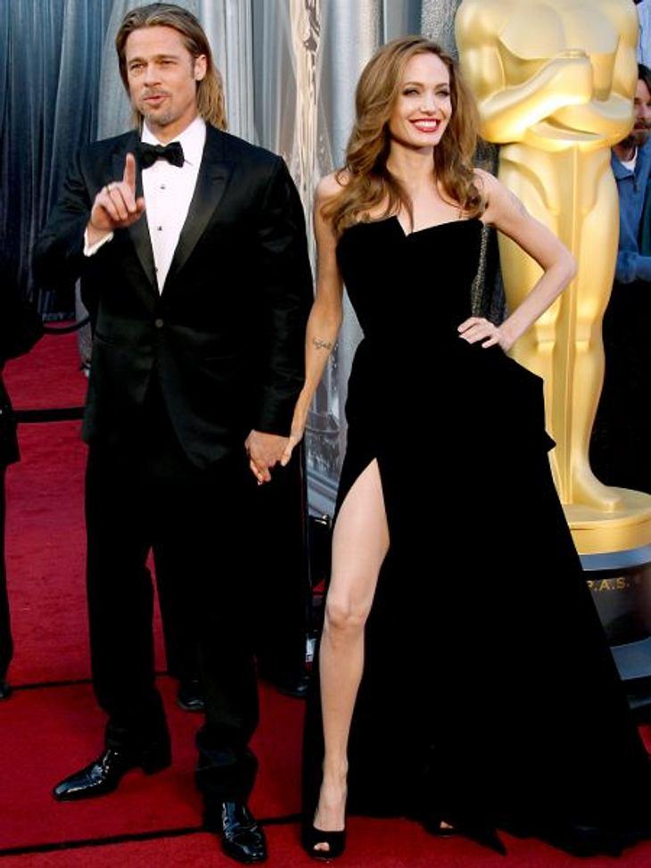 Brad Pitt & Angelina JolieIm April 2012 ließen Brad Pitt und Angelina Jolie ihre Verlobung bekanntgeben. Obwohl sie immer betont hatten, erst dann zu heiraten, wenn Homosexuelle überall den USA auch heiraten dürften. Ein genaues Hochzei