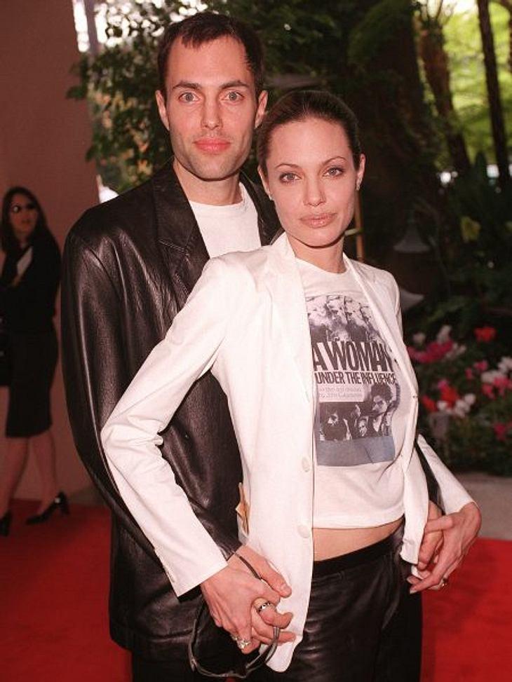 Brad Pitt & Angelina JolieAngelina Jolies Verhältnis zu ihrem älteren Bruder James Haven Voight (38) wurde immer wieder kritisiert. Sogar von Inzest war die Rede. Zungenküsse in der Öffentlichkeit schockierten Fans und Medien.