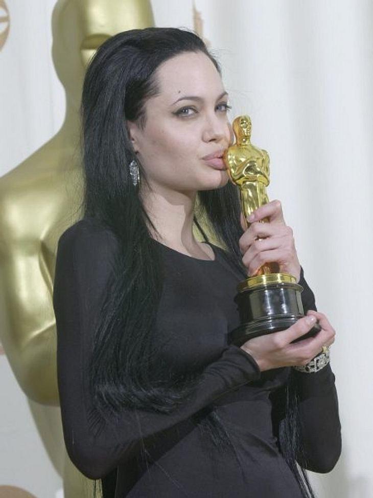 """Brad Pitt & Angelina JolieDas Psychodrama """"Durchgeknallt"""" brachte Angelina Jolie ihren ersten """"Oscar"""" für die beste Nebenrolle ein.Brad Pitt war zwar dreimal für einen """"Oscar"""" nominiert, ging aber immer lee"""