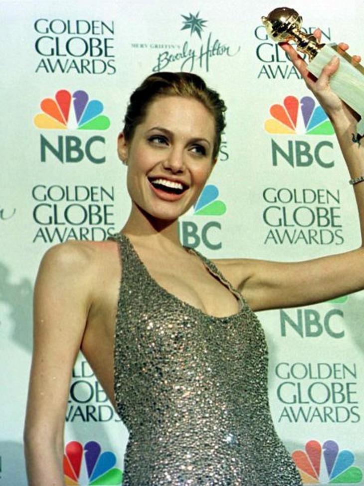 """Brad Pitt & Angelina JolieIhren zweiten """"Golden Globe"""" bekommt Angelina Jolie 1999 für """"Gia  Preis der Schönheit"""". Darin spielt sie ein lesbisches Supermodel. Parallel zu ihrer ersten Ehe hatte auch sie ein lesbische"""