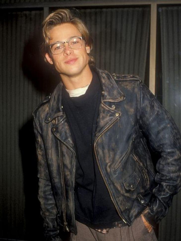 """Brad Pitt & Angelina Jolie1986 zieht Angelina Jolie ebenfalls wieder nach Los Angeles. Auch sie wollte Schauspielerin werden und ging zum """"Lee Strasberg Theatre Institute"""". In der High School wurde Angelina gehänselt, weil ihr"""