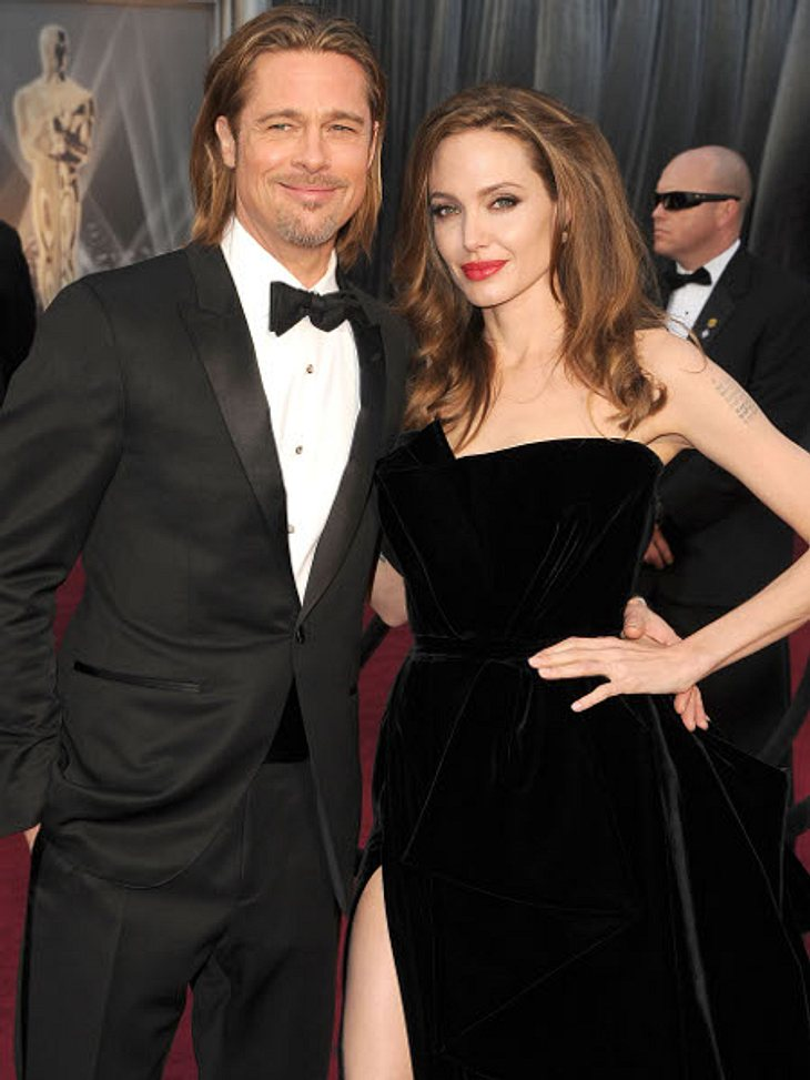 """Das Liebeskarussell der Hollywood-StarsUnd zwar bekanntermaßen wegen Angelina Jolie (36). """"Brangelina"""" lernte sich bei den Dreharbeiten zu """"Mr. & Mrs. Smith"""" kennen und seither unzertrennlich."""