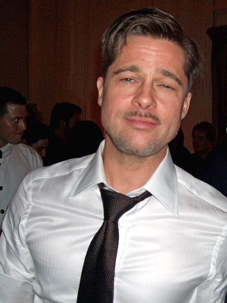 Für gewöhnlich wacht Angelina Jolie mir Argusaugen darüber, dass Brad Pitt kein Bier zu viel in der Hand hält. Manchmal gelingt es dem Schauspieler aber doch, seiner strengen Lady zu entkommen...