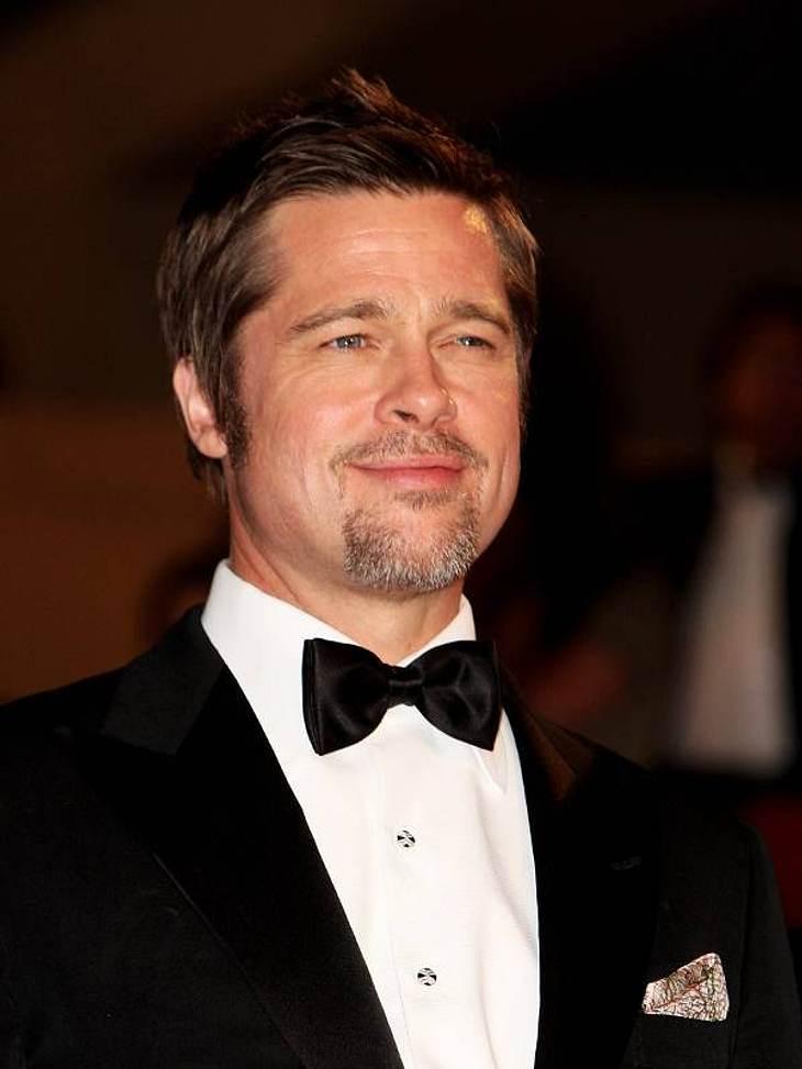 """Der Schauspieler und sechsfache Vater Brad Pitt gewann die Wahl zum """"Sexiest Man Alive"""" gleich zweimal. 1995 und 2000 durfte man den begehrten Amerikaner auf Platz eins der """"Sexiest Man Alive"""" bestaunen."""
