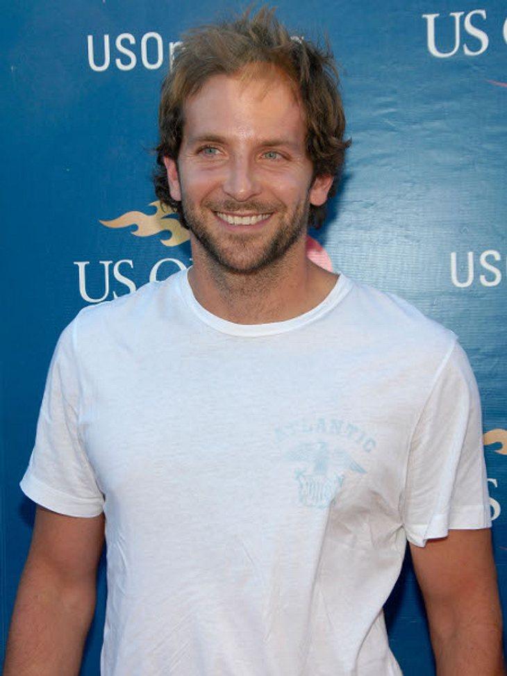 """Bradley Cooper2005 bekam Bradley Cooper die Hauptrolle in der Sitcom """"Kitchen Confidential"""". Die wurde aber nach nur 13 Folgen eingestellt, wegen schlechter Einschaltquoten."""