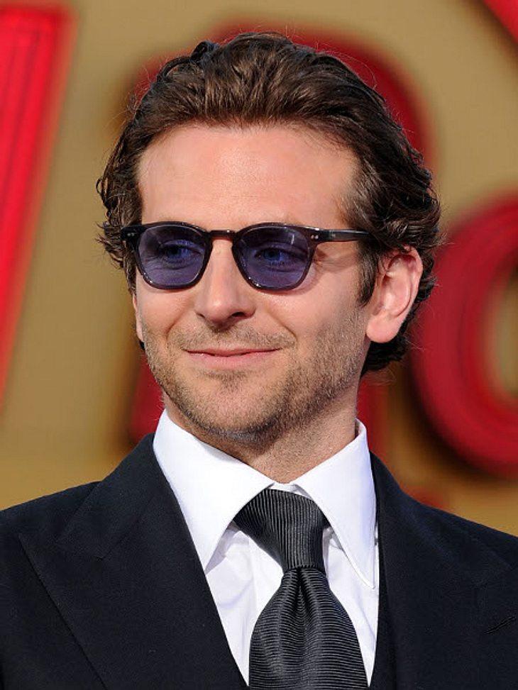 """Bradley CooperBradley Cooper drehte auch zusammen mit Jim Carrey in """"Der Ja-Sager"""", Sandra Bullock in """"Verrückt nach Steve"""" und Jessica Alba in """"Valentinstag""""."""
