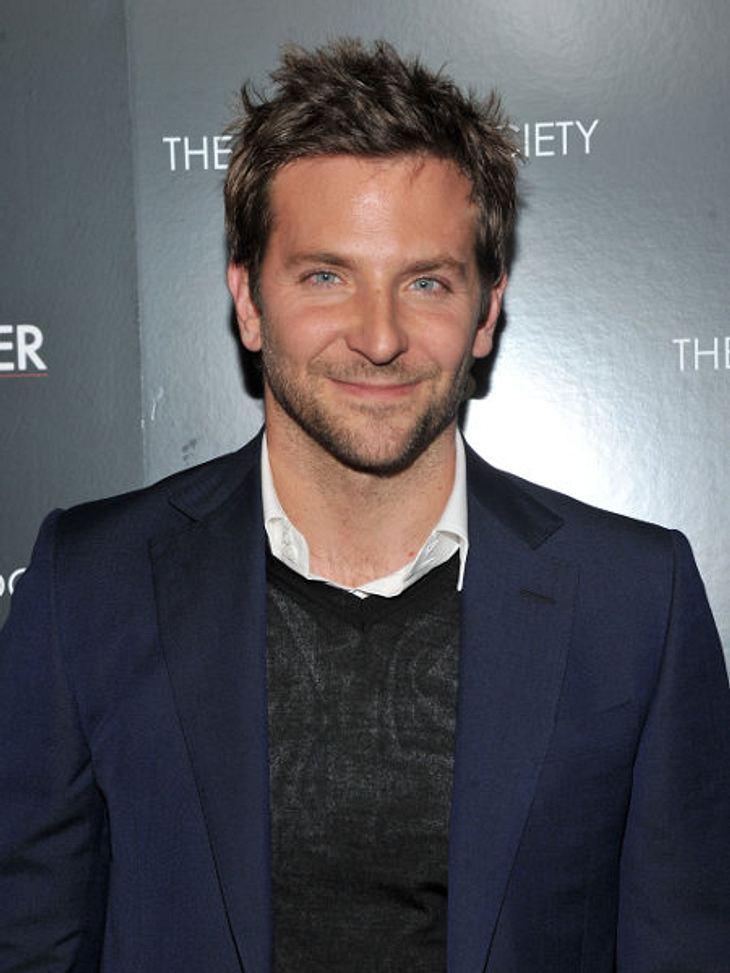 """""""The Sexiest Man Alive"""" 2011 - Die Top 5: Platz 1,Hier ist er, Platz 1, the one and only """"Sexiest Man Alive 2011"""": Bradley Cooper! Der 36-jährige """"Hangover""""-Star startet zur Zeit voll durch. Wir gratulieren zum"""
