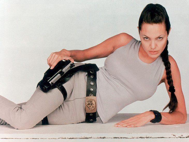 """Lara Croft in """"Tomb Raider"""": Jolie drehte nicht nur eine Fortsetzung, arbeitete an Drehbuch und als Produzentin mit, ihre Rundungen dienten auch den Videospielen, die sich 35 Mio. mal verkauften."""