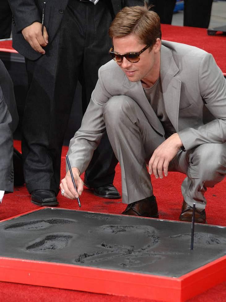 Auf dem Walk Of Fame ist Brad Pitt auch schon: 2007 drückte er Hände, Füße und seine Unterschrift in den Zement.