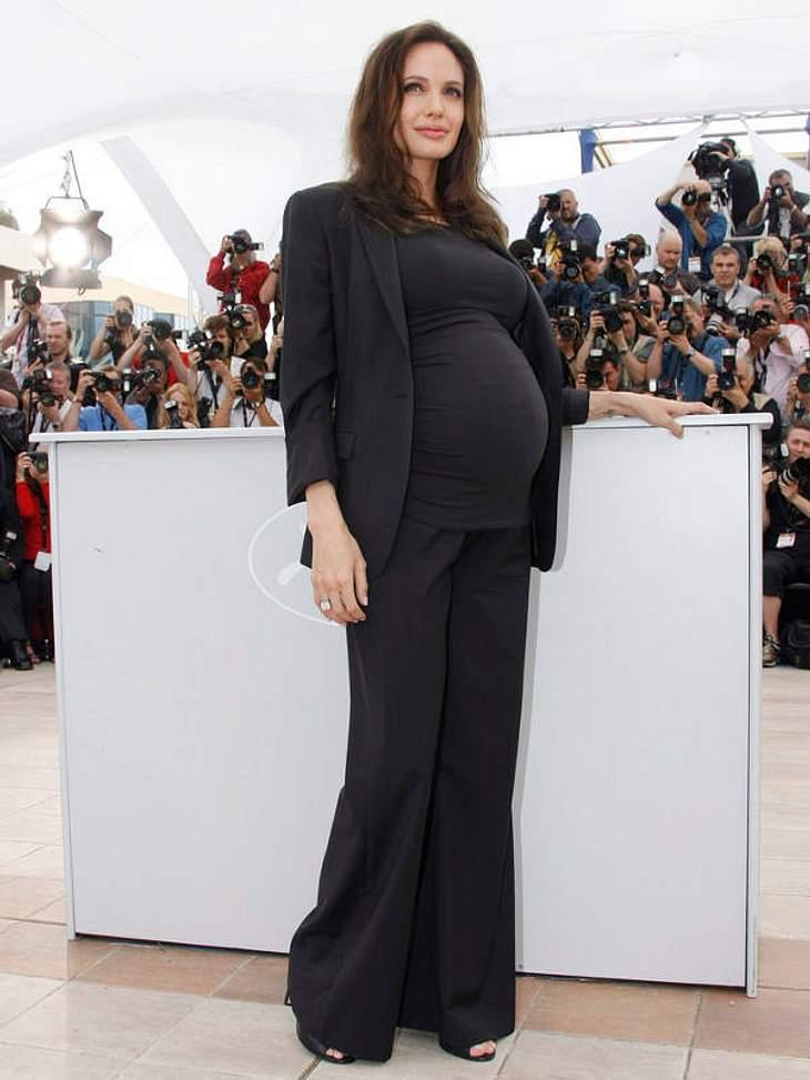 Und wäre das noch nicht genug, hüttet Angelina Jolie zuhause eine ganze Kindergartentruppe (inklusive Nanny-Stab). Nach vier Adoptionen, zeigte sie sich 2008 in Cannes mit Babykugel.