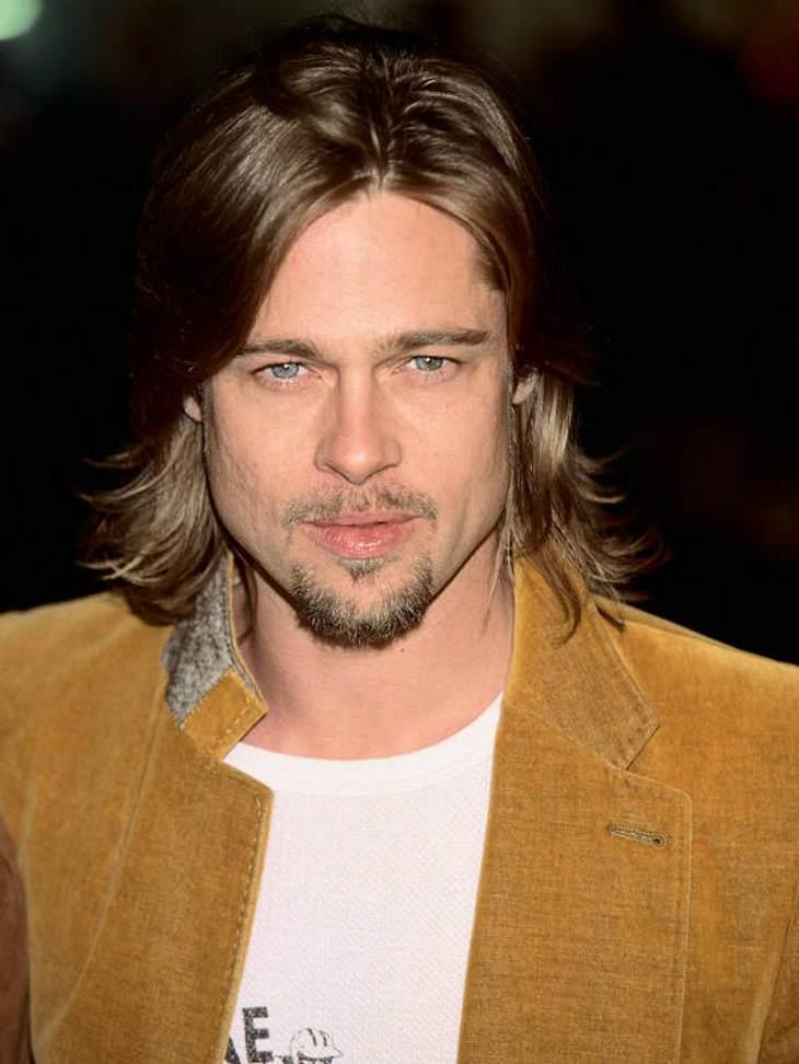 """Gleich zweimal durfte sich Brad Pitt die """"Sexiest Man Alive""""-Scherpe umhängen. Auch wenn sein Look zwischen kleinem Zicklein..."""