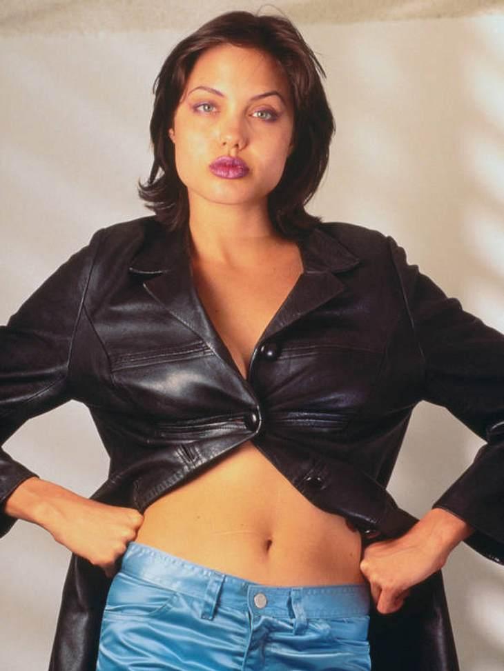 """Als Angelina Jolie Voight 1975 in Los Angeles geboren, begann Angelina ihre Karriere als Model. Sie spielte in vielen Musikvideos mit - unter anderem in Lenny Kravitz' """"Stand by My Woman""""."""