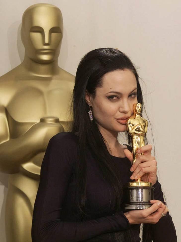 """Lohn für die Mühen: 2000 gewann Angelina Jolie den Oscar für die """"Beste Nebendarstellerin"""" in """"Durchgeknallt""""."""