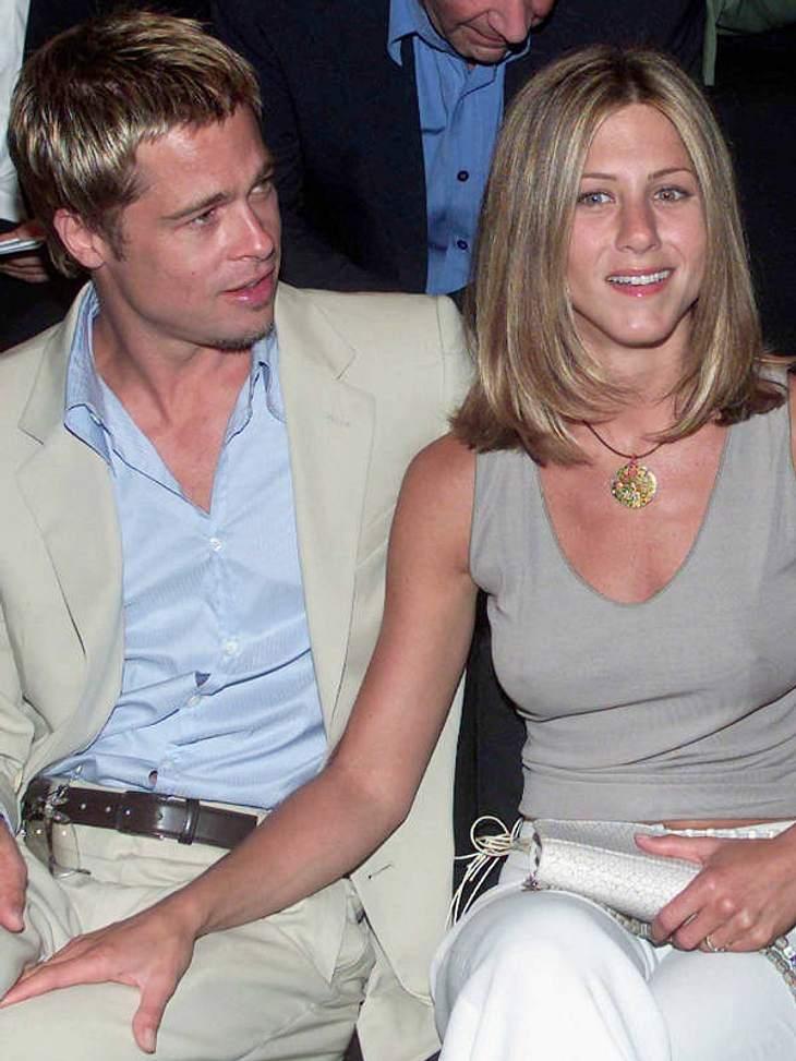 ...mit Ex-Frau Jennifer Aniston tätschelnd in Mailand...