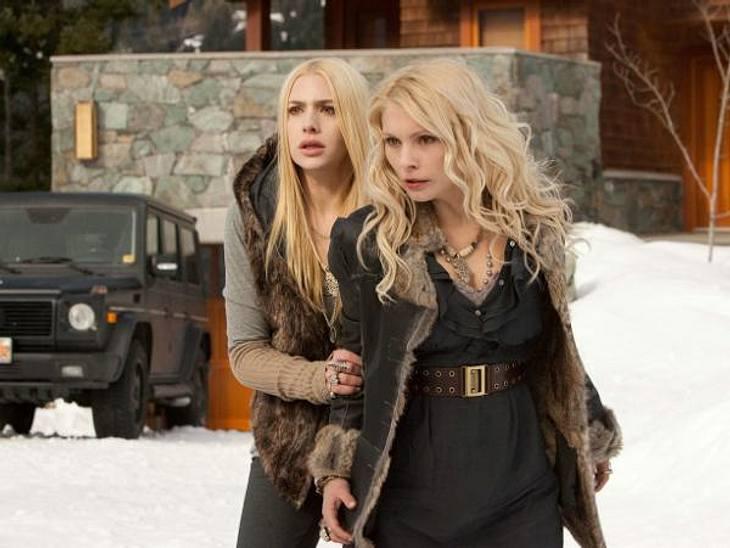 """""""Breaking Dawn - Biss zum Ende der Nacht"""": Die ersten SzenenbilderDie Denali-Schwestern Kate (Casey LaBow) und Tanya (MyAnna Buring)"""