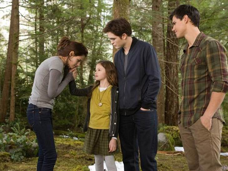 """""""Breaking Dawn - Biss zum Ende der Nacht"""": Die ersten SzenenbilderBella (Kristen Stewart), Renesmee (Mackenzie Foy), Edward (Robert Pattinson) und Jacob (Taylor Lautner)"""