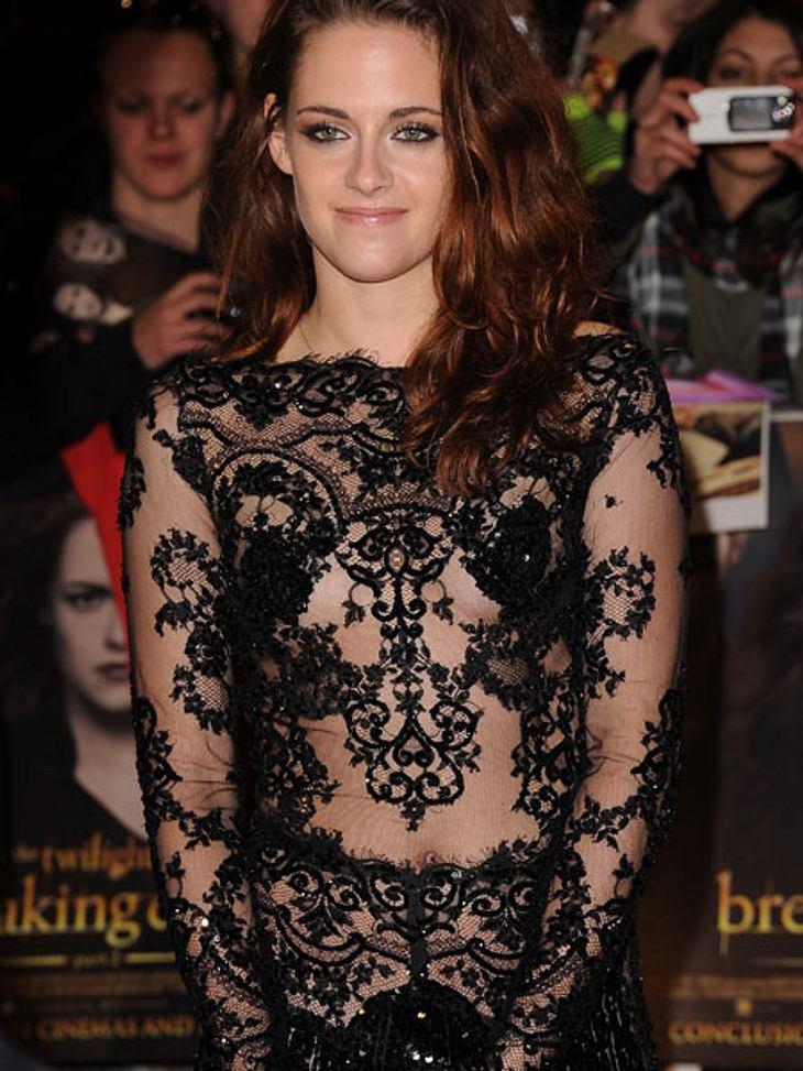 Der Premieren-Look von Kristen StewartOhne Unterwäsche kam sie zur Premiere.