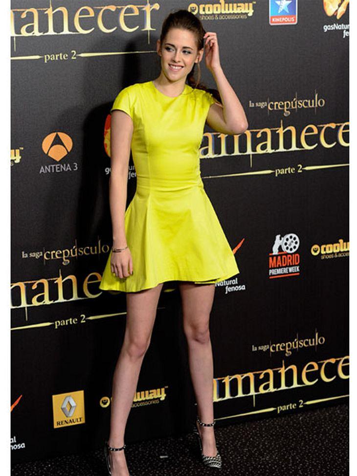 Der Premieren-Look von Kristen StewartZur abendlichen Premiere in Madrid setzte Kristen Stewart auf Gelb