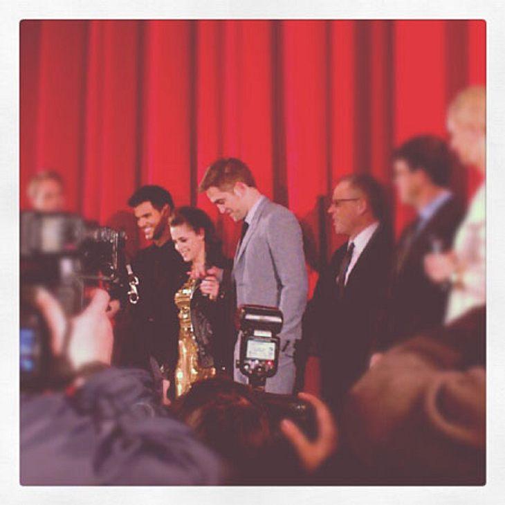 """""""Breaking Dawn 2""""-Premiere in BerlinLaut Insidern geht es für Kristen Stewart und Robert Pattinson nun zum Entspannungsurlaub nach Australien. Nach der Deutschlandpremiere zog es Kristen, Robert und Taylor nicht etwa in die Berlin"""