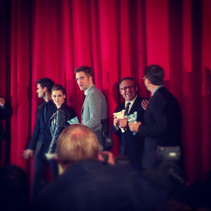 """""""Breaking Dawn 2""""-Premiere in BerlinKristen Stewart, Robert Pattinson und Taylor Lautner merkte man ihre Erschöpfung nach mehrwöchiger intensiver Promotion, die sie unter anderem auch nach Australien oder Japan führte, deutlich an"""