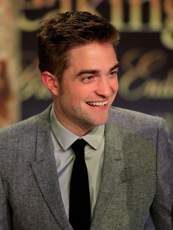 """""""Breaking Dawn 2""""-Premiere in BerlinDoch Robert Pattinson war sichtlich gut gelaunt. Weil's endlich vorbei ist?"""