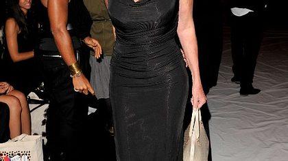 ,Lady in Black: Brigitte Nielsen könnte glatt als Model durchgehen. - Foto: getty