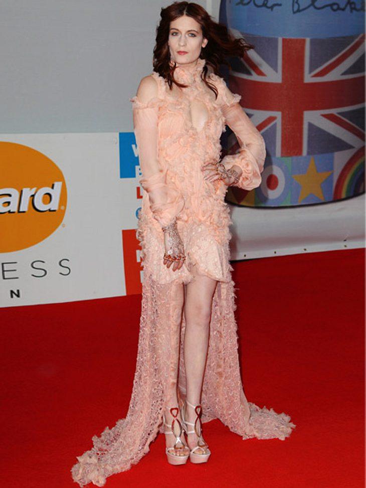 Brit Awards 2012 - die HighlightsFlorence Welch (25) im gewohnt elfengleichen Look. Später rockte die Sängerin noch die Bühne...