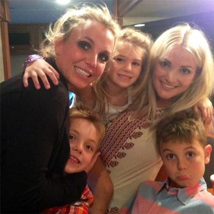 Britney Spears beim Gruppenkuscheln mit der Familie