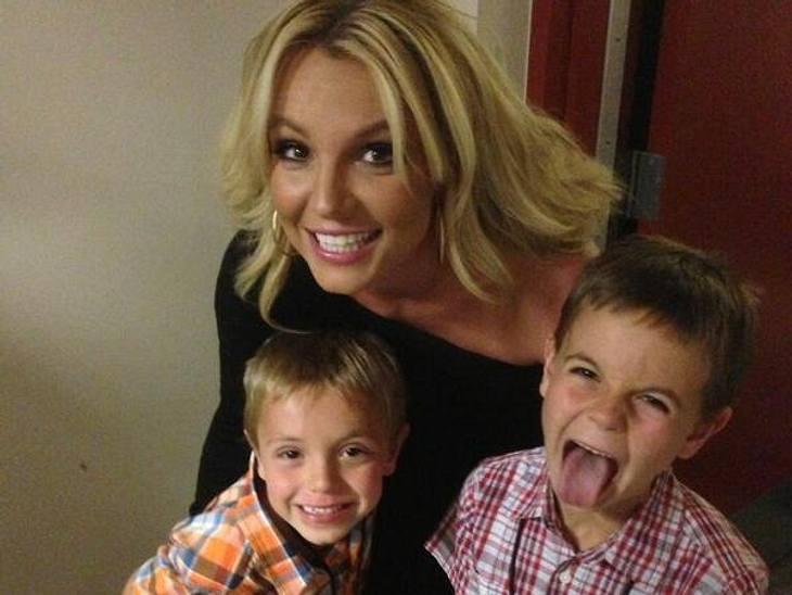 """Grimassen-Show am Muttertag! """"Ich habe die zwei süßesten Jungs der Welt"""", twittert Britney Spears."""