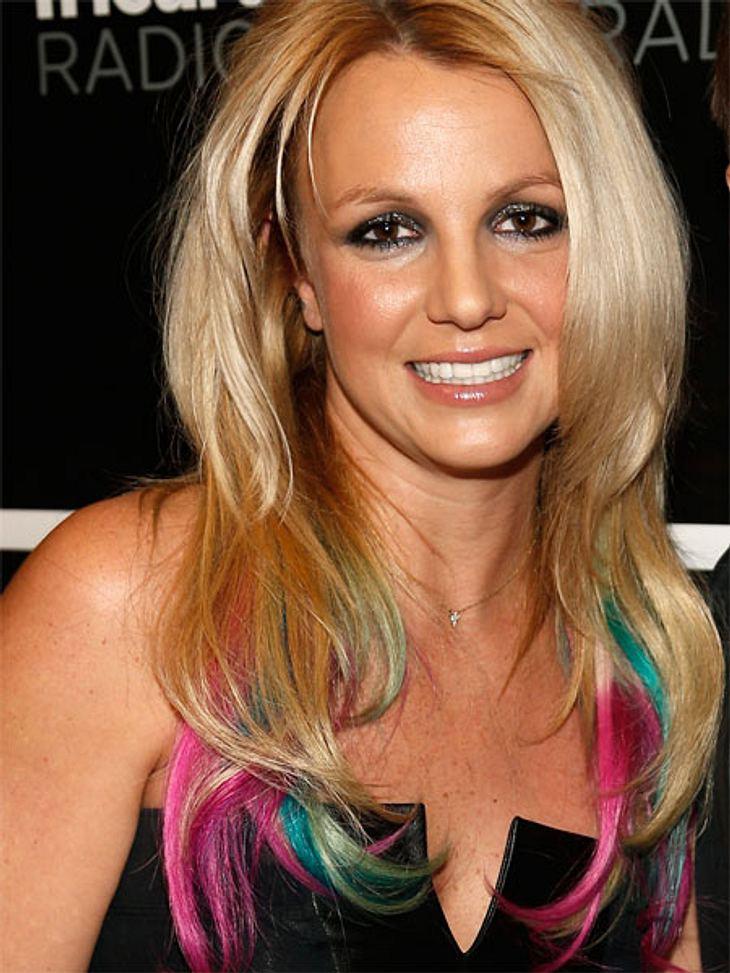 Buntlöckchen - Die Stars setzen auf bunte HaareAuch Britney Spears  (30) hat bunte Strähnchen für sich entdeckt.