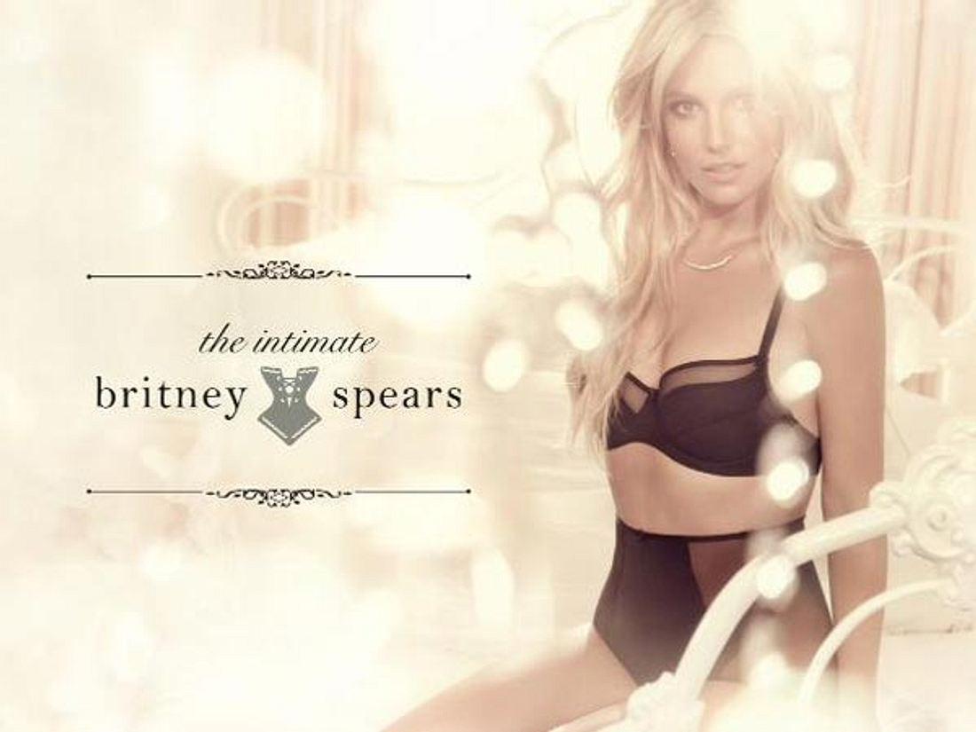 Britney Spears modelt in Unterwäsche