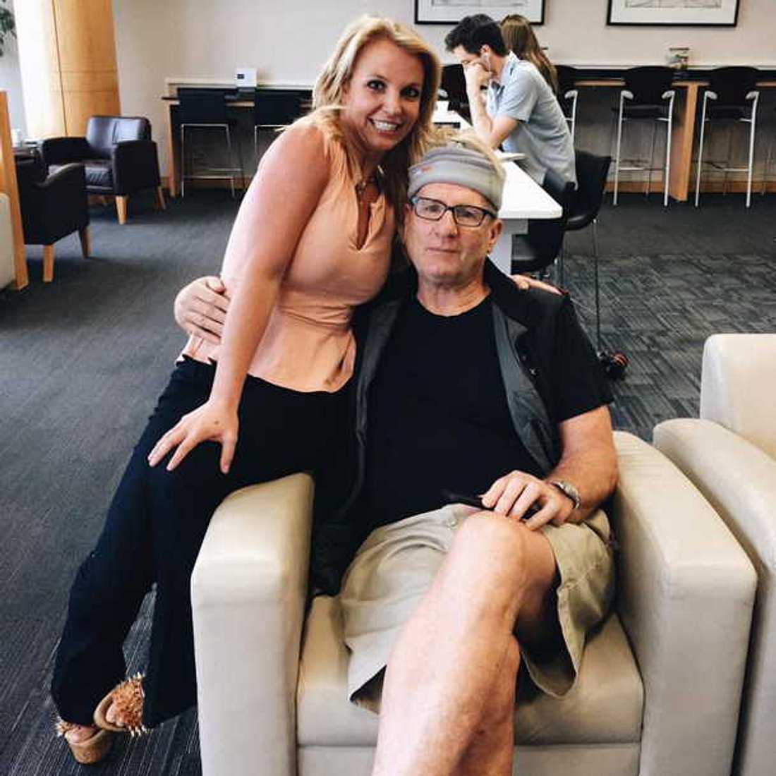 Al Bundy steht auf dem Schlauchl:  Ed O'Neill erkennt Britney Spears nicht!