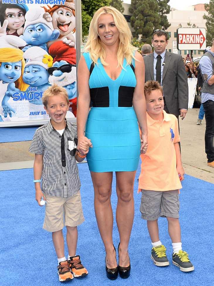 Britney Spears kam passend in Schlümpfeblau mit ihren beiden Söhnen Jayden James und Sean Preston.